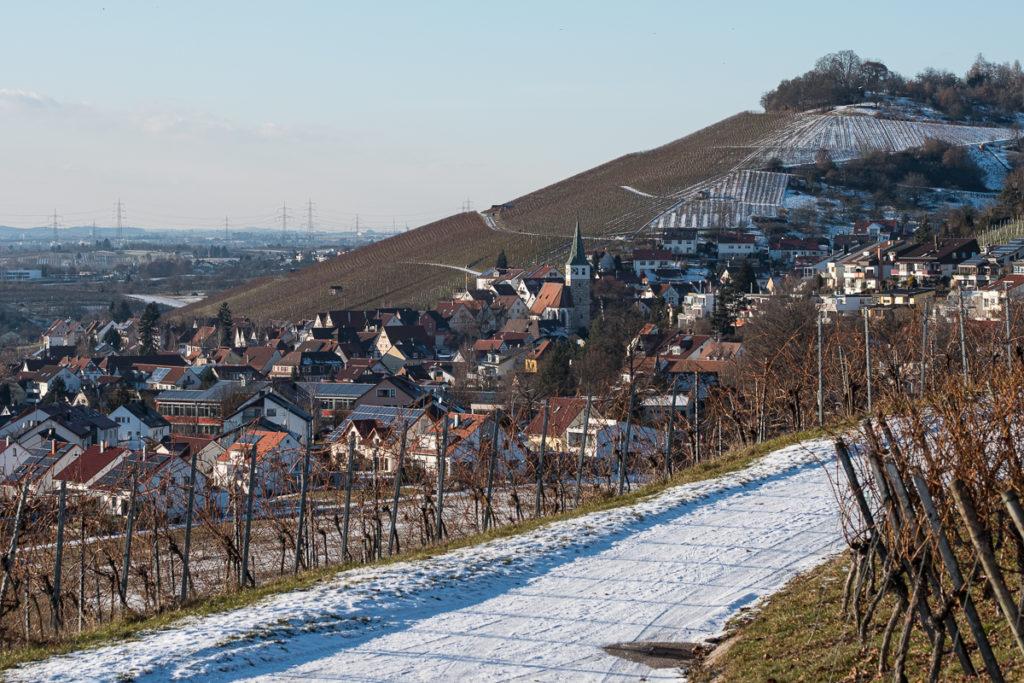 Weinort Grunbach im Winter mit Schnee